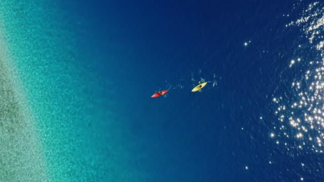 stockvideo's en b-roll-footage met kajakken in het paradijs - paddle