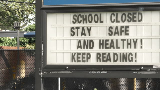 keep reading school closed during pandemic - chiuso video stock e b–roll