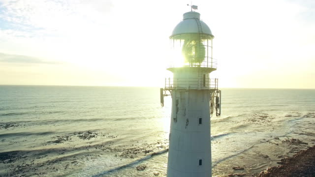 sicherheit für schiffe - leuchtturm stock-videos und b-roll-filmmaterial
