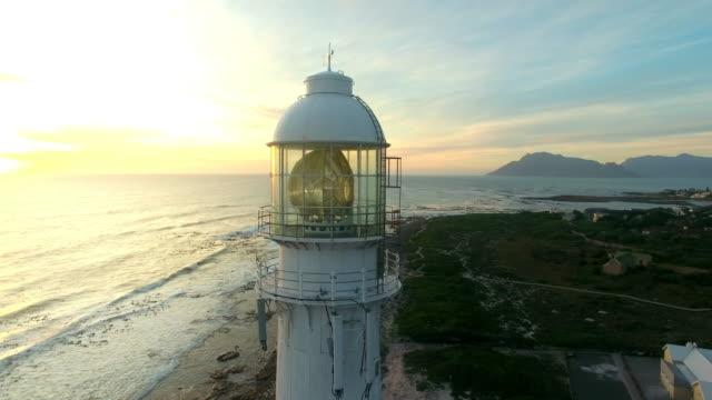 der schifffahrtswege zu schützen. - leuchtturm stock-videos und b-roll-filmmaterial