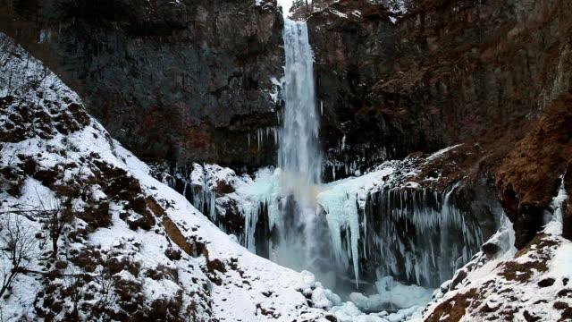 kegon waterfall (kegon no taki) in winter - icicle bildbanksvideor och videomaterial från bakom kulisserna