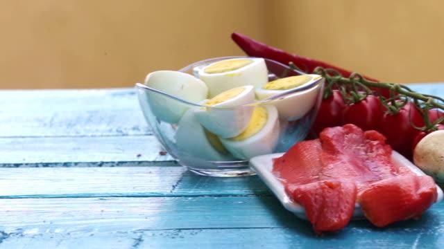 Alimentation diététique de Keto. Concept de régime cétogène et paléo - Vidéo