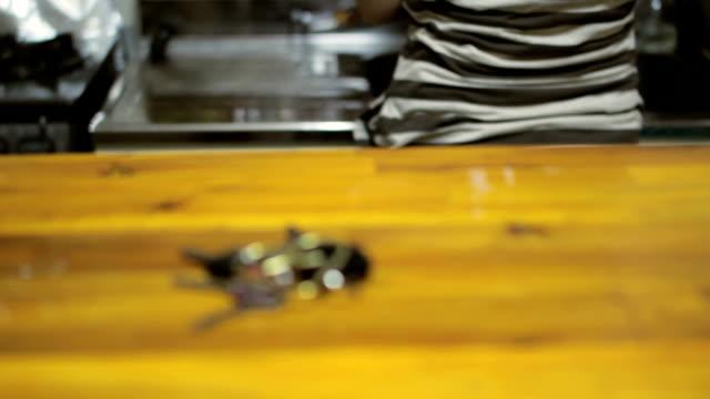 キーます。セレクティブフォーカス - テーブル点の映像素材/bロール