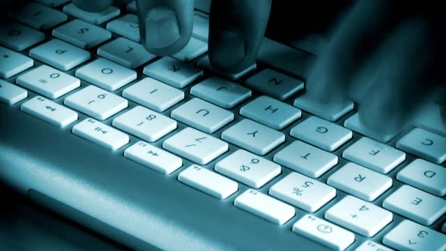 vídeos de stock, filmes e b-roll de teclado - roubo de identidade