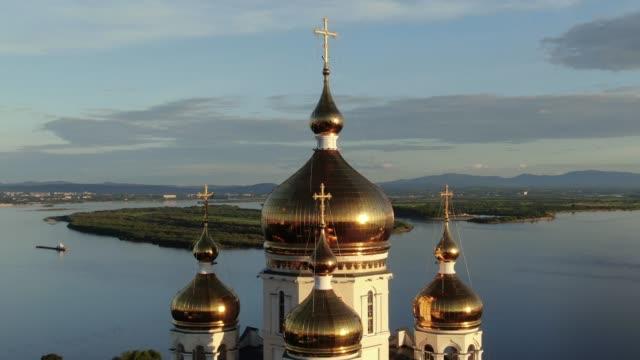 stockvideo's en b-roll-footage met khabarovsk spaso-preobrazhenskiy kafedral'nyy sobor. . 2019 jaar. - christmas tree