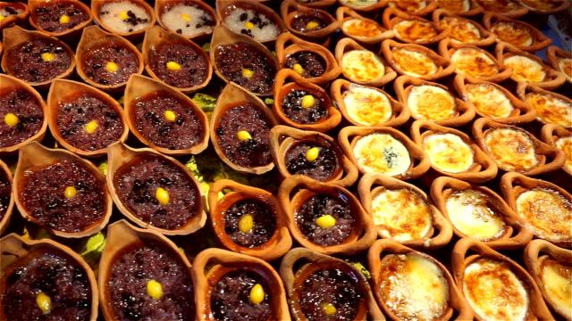Khanom Maw Kaeng (Thai dessert) at the market video