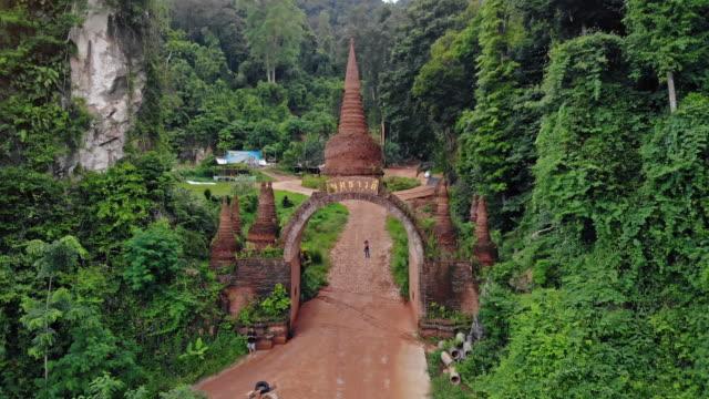 vídeos de stock, filmes e b-roll de khao na nai luang dharma parque surat thani tailândia - phuket