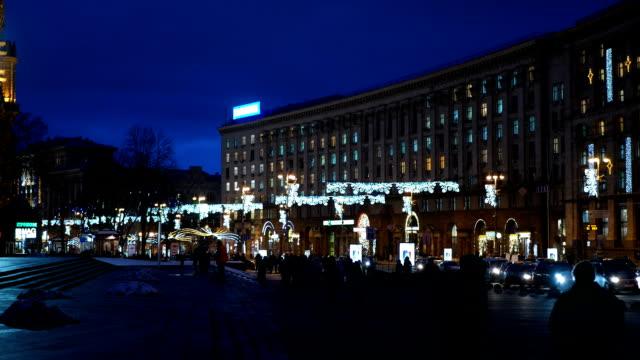 khreshchatyk street decorated with christmas decorations. - проспект стоковые видео и кадры b-roll