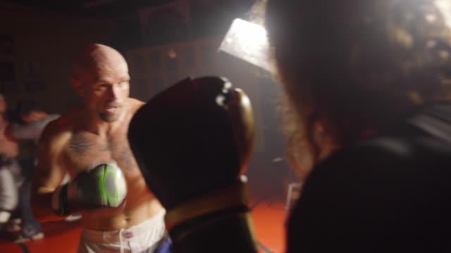 Kickboxers lutando - vídeo