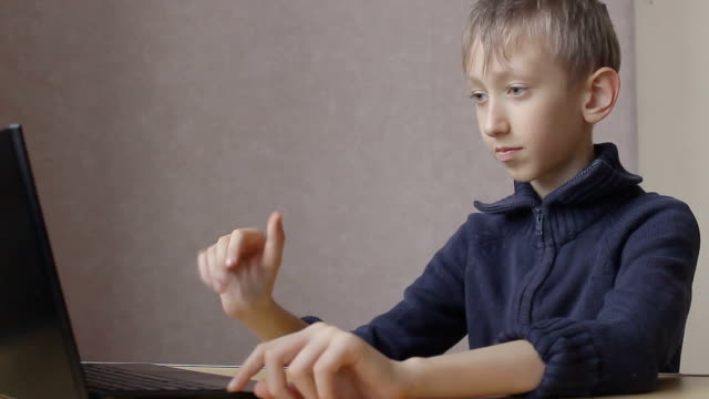 kid ends up chatting online video