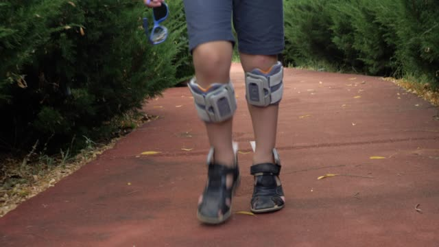 Kid walking with foot drop system video