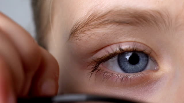 stockvideo's en b-roll-footage met kid dragen van een bril close-up, kindertijd eye diseases, oogheelkunde concept - bril brillen en lenzen