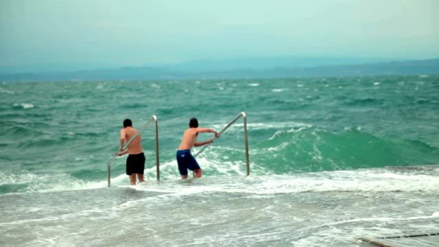 HD: Kids consider enter the turbulent sea to swim video