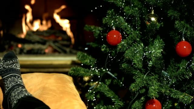 stockvideo's en b-roll-footage met hd dolly: kids enjoying the christmas evening - christmas cabin