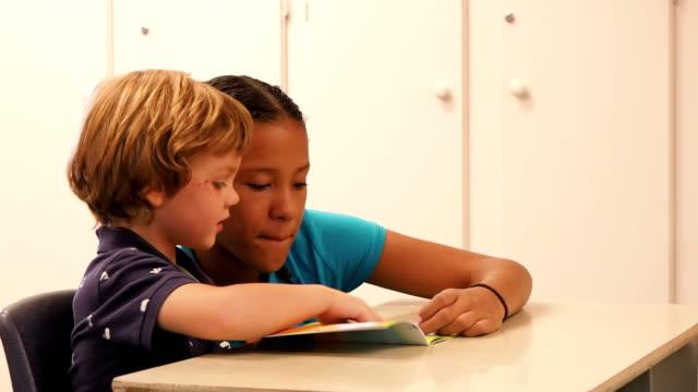 Kids In School-Klassenzimmer – Video