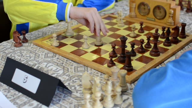 Kids playing chess video