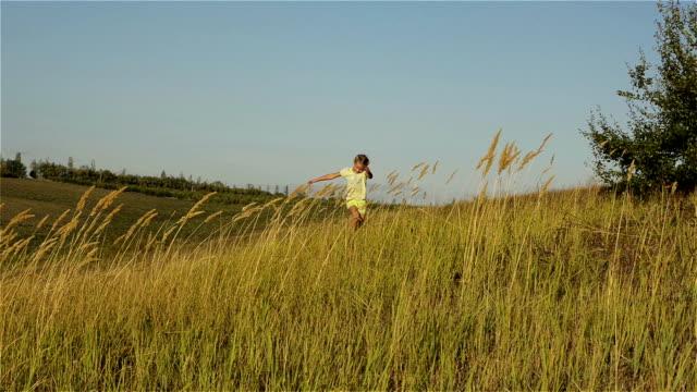 Kids running on grass video