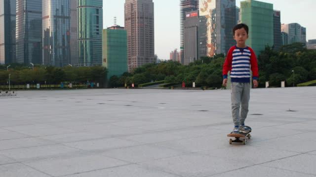 barn skateboard - realtid bildbanksvideor och videomaterial från bakom kulisserna