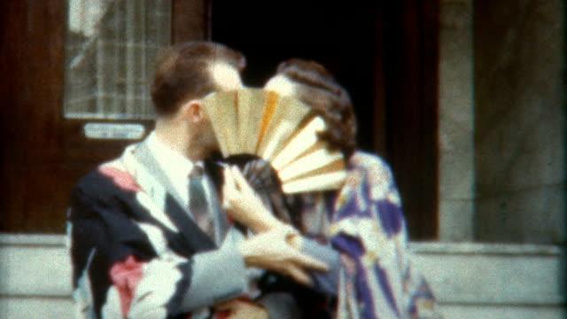 stockvideo's en b-roll-footage met kimono kiss 1940's - verleiding