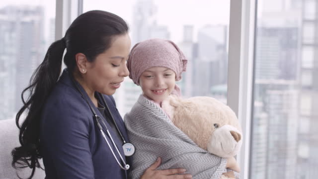 Kind doctor comforts girl with cancer video