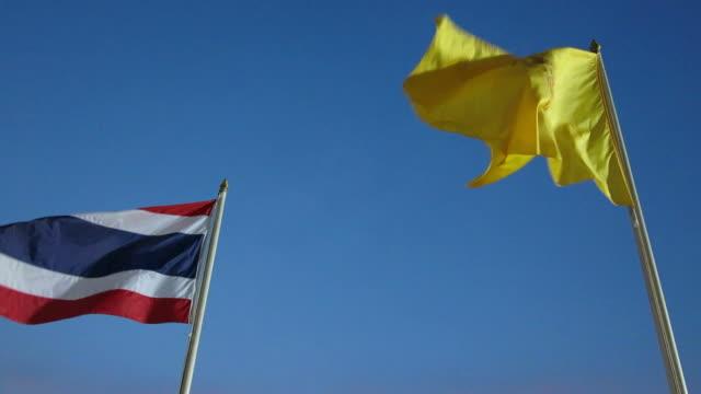 vídeos de stock e filmes b-roll de rei bandeira e bandeira nacional da tailândia - dia de reis