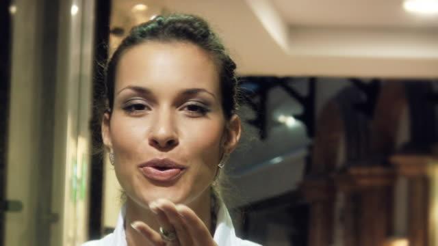 hd: kiss - blåsa en kyss bildbanksvideor och videomaterial från bakom kulisserna