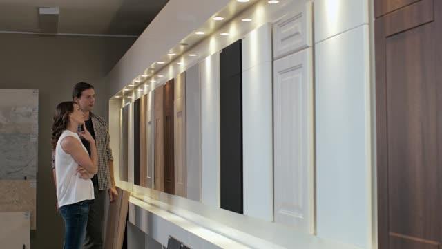 kök decorating shopping - looking inside inside cabinet bildbanksvideor och videomaterial från bakom kulisserna