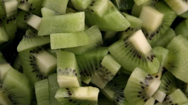 kiwiskivor i luften - kiwifrukt bildbanksvideor och videomaterial från bakom kulisserna