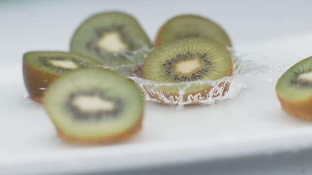 kiwi splash i super slow motion - kiwifrukt bildbanksvideor och videomaterial från bakom kulisserna