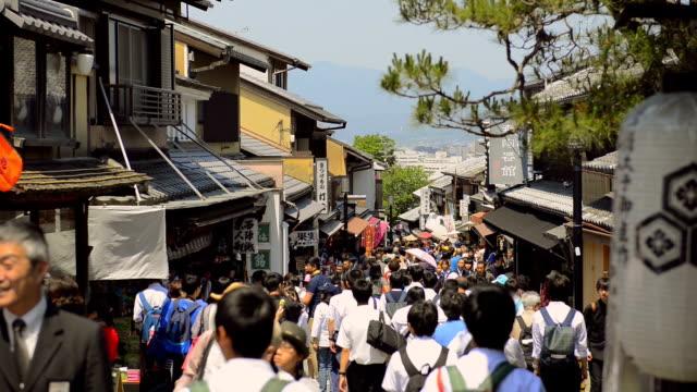 храм киёмидзу-дэра в киото - японский фонарь стоковые видео и кадры b-roll