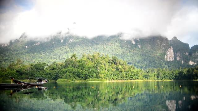 vídeos y material grabado en eventos de stock de klongka ratchaprapha dam surat thani - anclado