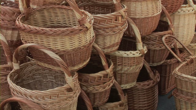 stockvideo's en b-roll-footage met knitl baskets - minder dan 10 seconden