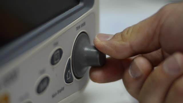 vidéos et rushes de bouton de réglage - image teintée