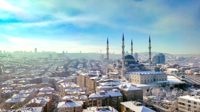 kocatepe moschee luftaufnahme in der winterzeit - ankara türkei stock-videos und b-roll-filmmaterial