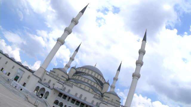 kocatepe-moschee in der hauptstadt der türkei - zentralanatolien stock-videos und b-roll-filmmaterial