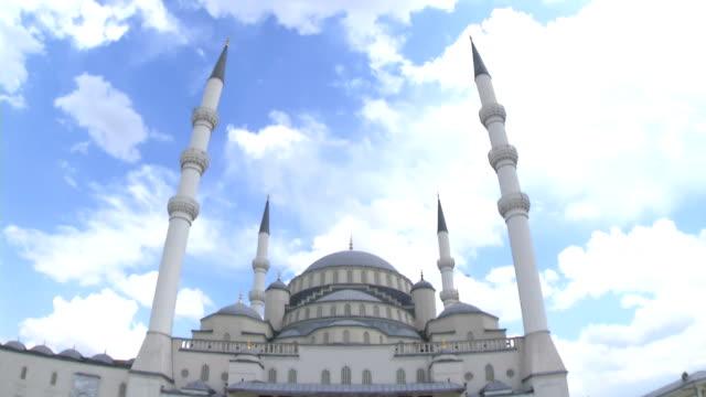 kocatepe-moschee in der hauptstadt der türkei - ankara türkei stock-videos und b-roll-filmmaterial
