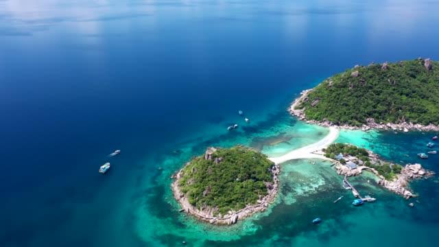 ナンユアン島空中ナンユアン島、スラタニ、タイの美しいトップ ビューを表示します。 - サムイ島点の映像素材/bロール