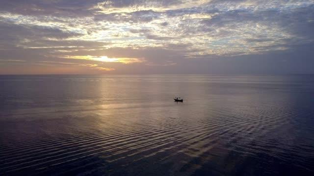 stockvideo's en b-roll-footage met koh phitak vissersplaatsje, chumphon, thailand. - oost aziatische cultuur