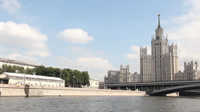kotelnicheskaya embankment building moscow - rzeka moskwa filmów i materiałów b-roll