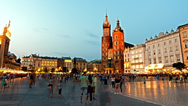 krakow market square, poland, time lapse, sunrise - polska filmów i materiałów b-roll