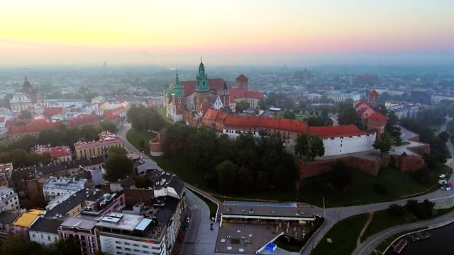 krakow, poland. wawel royal castle and cathedral, vistula river. aerial flyby video at sunrise in summer - polska filmów i materiałów b-roll