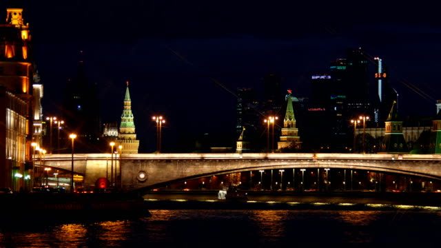 kremlin and the kremlin embankment. moscow. - rzeka moskwa filmów i materiałów b-roll