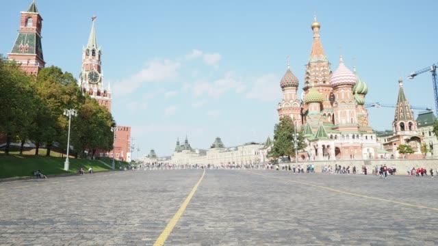kreml torn och pokrovsky katedralen på röda torget i moskva - vasilijkatedralen bildbanksvideor och videomaterial från bakom kulisserna