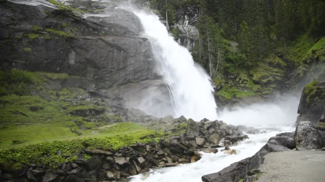 krimml waterfalls in high tauern national park , austria. - stato federato del tirolo video stock e b–roll