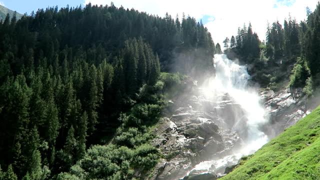krimml vattenfall i pinzgau, salzburger land österrike. europeiska alperna landskap med skog. - videor med salzburg bildbanksvideor och videomaterial från bakom kulisserna
