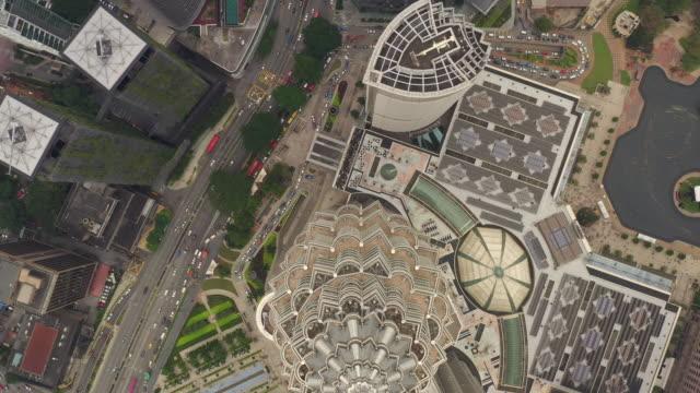 kuala lumpur ville jour heure du centre-ville célèbres tours trafic rue panoramique aérien topdown 4k malaisie - Vidéo