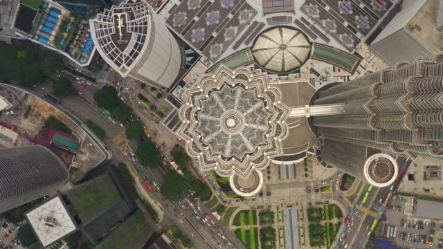 kuala lumpur city day time downtown famous towers traffic street aerial topdown panorama 4k malaysia - vídeo