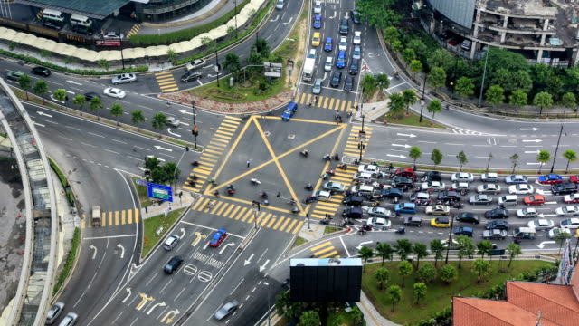 kuala lumpur time lapse del traffico - malaysia video stock e b–roll