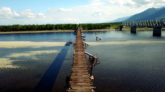 vídeos de stock e filmes b-roll de kuandinsky bridge over the vitim river, one of the most dangerous road bridges in the world. - irkutsk