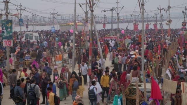 vídeos y material grabado en eventos de stock de kumbh mela en allahabad, india - hinduismo